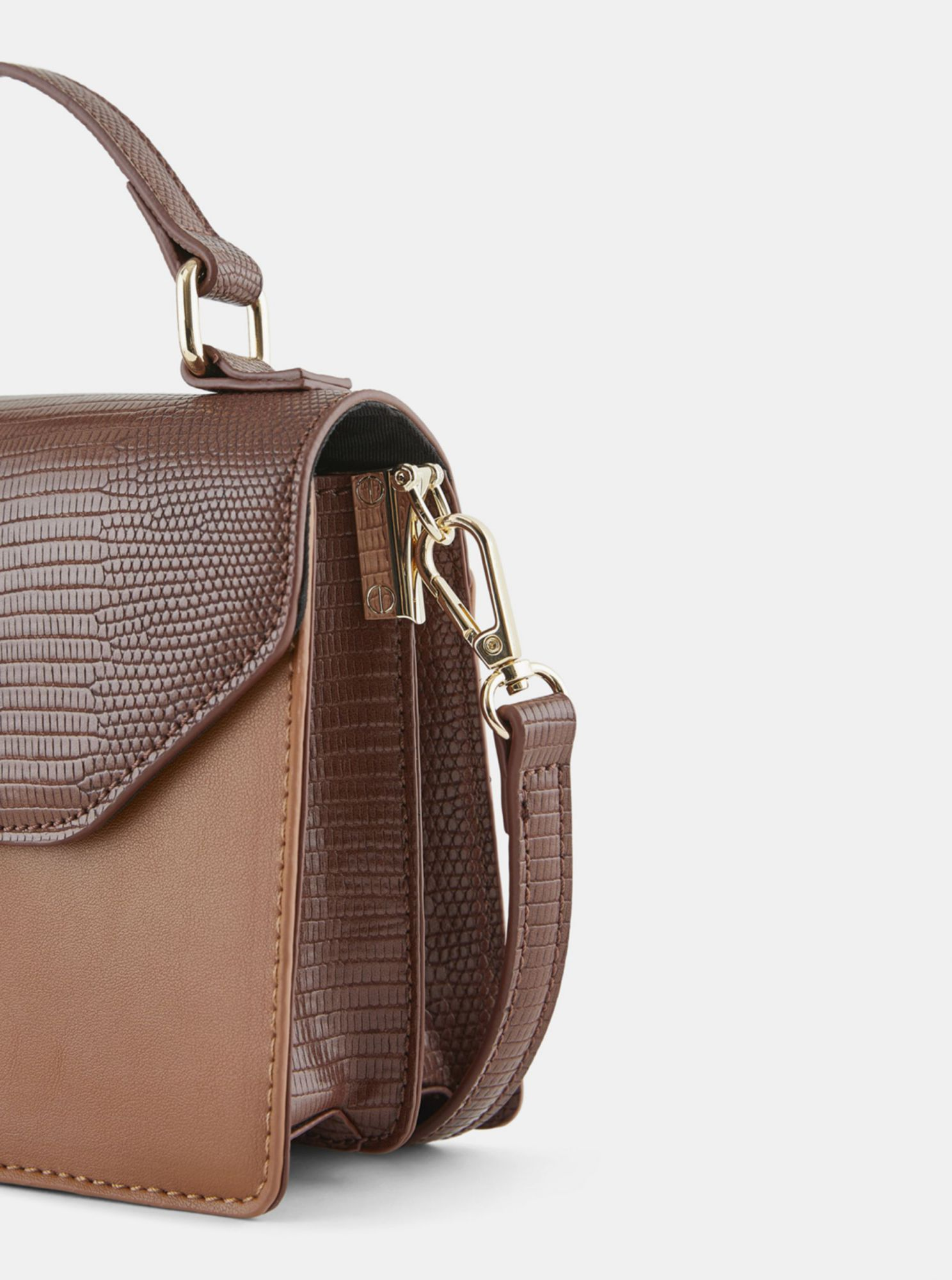 Smeđa crossbody torbica Pieces Carrie